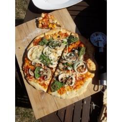 Leckere Pizza aus dem Pizzaofen