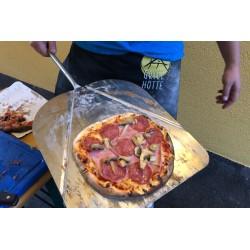 Herrliche Pizza aus dem mobilen Ofen